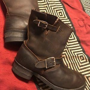 Frye Ladies Short Engineer Boots Size 10